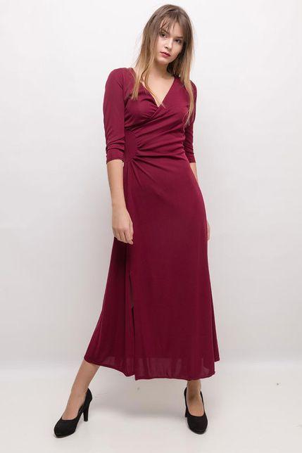 Elegantné vínové šaty s nariasením