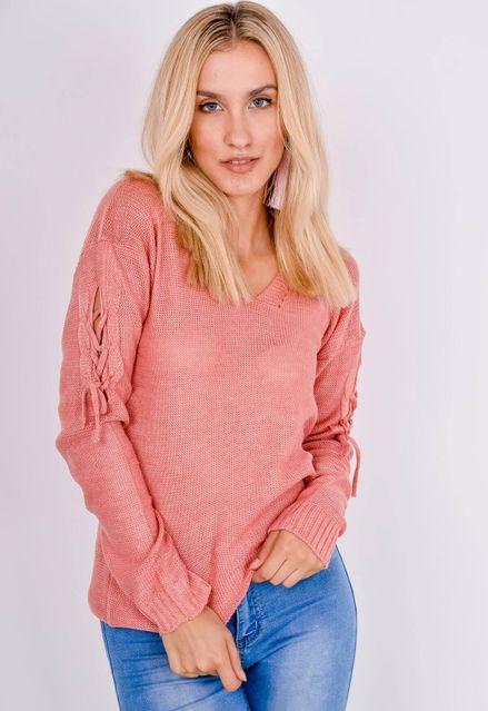 Tmavo ružový sveter s viazaním na rukávoch