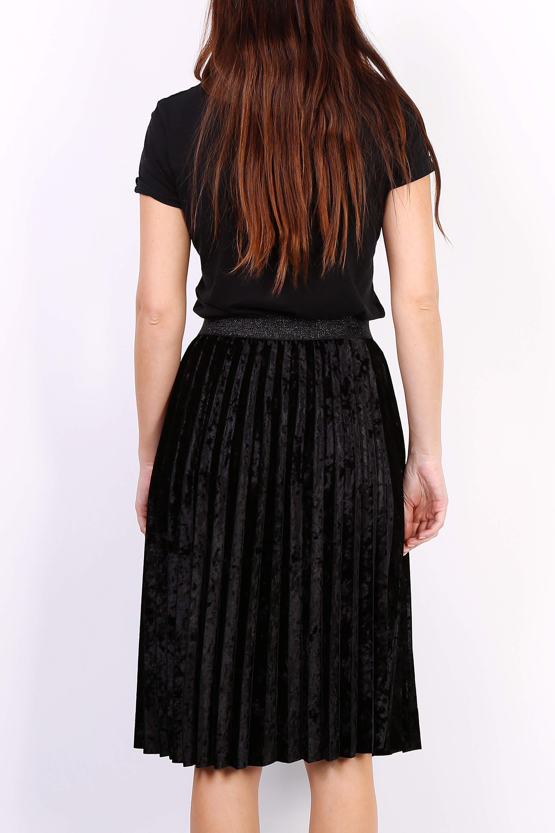 202ac0c7c0a1 Čierna plisovaná stredne dlhá sukňa - ROUZIT.SK