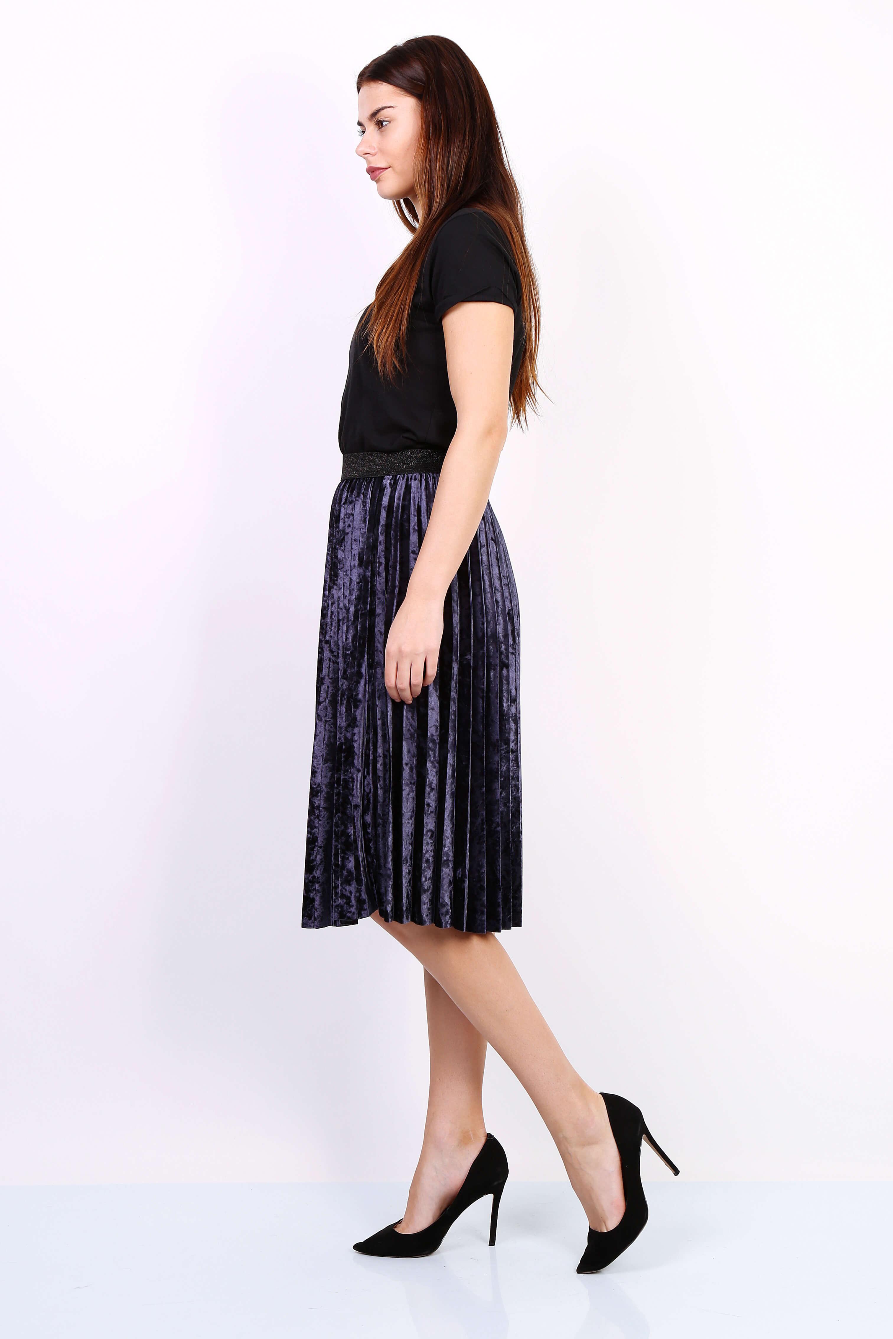 b3fe01db45a0 Tmavomodrá plisovaná stredne dlhá sukňa - ROUZIT.SK