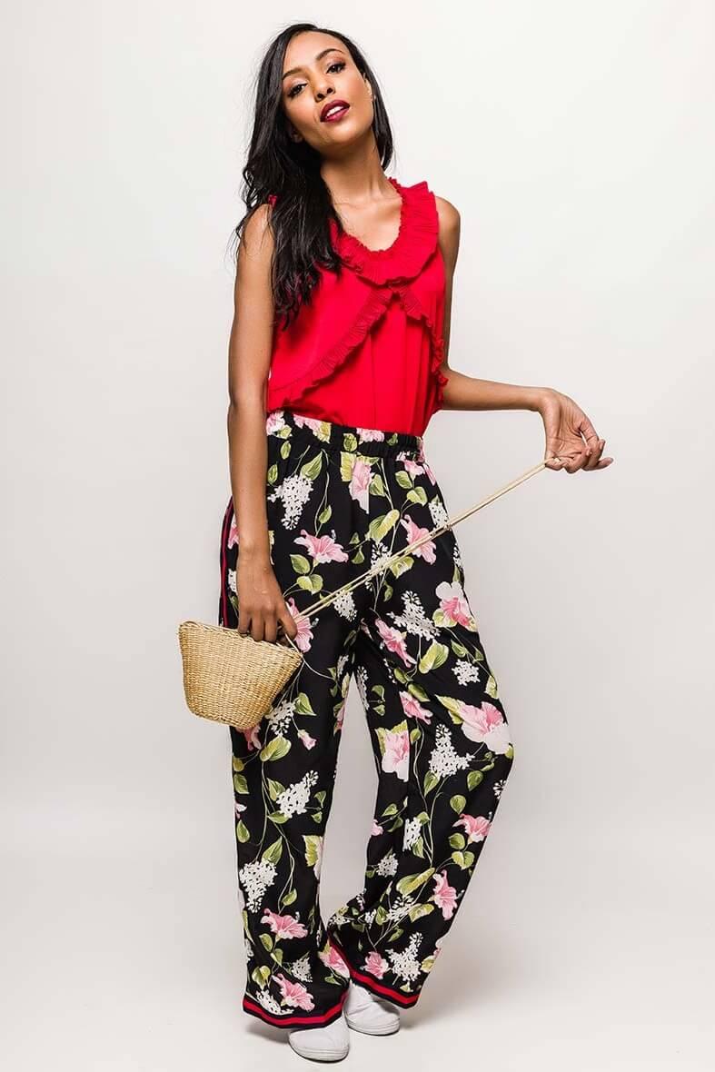 99d7b2687760 Čierne kvetované dámske nohavice s pásikom - ROUZIT.SK