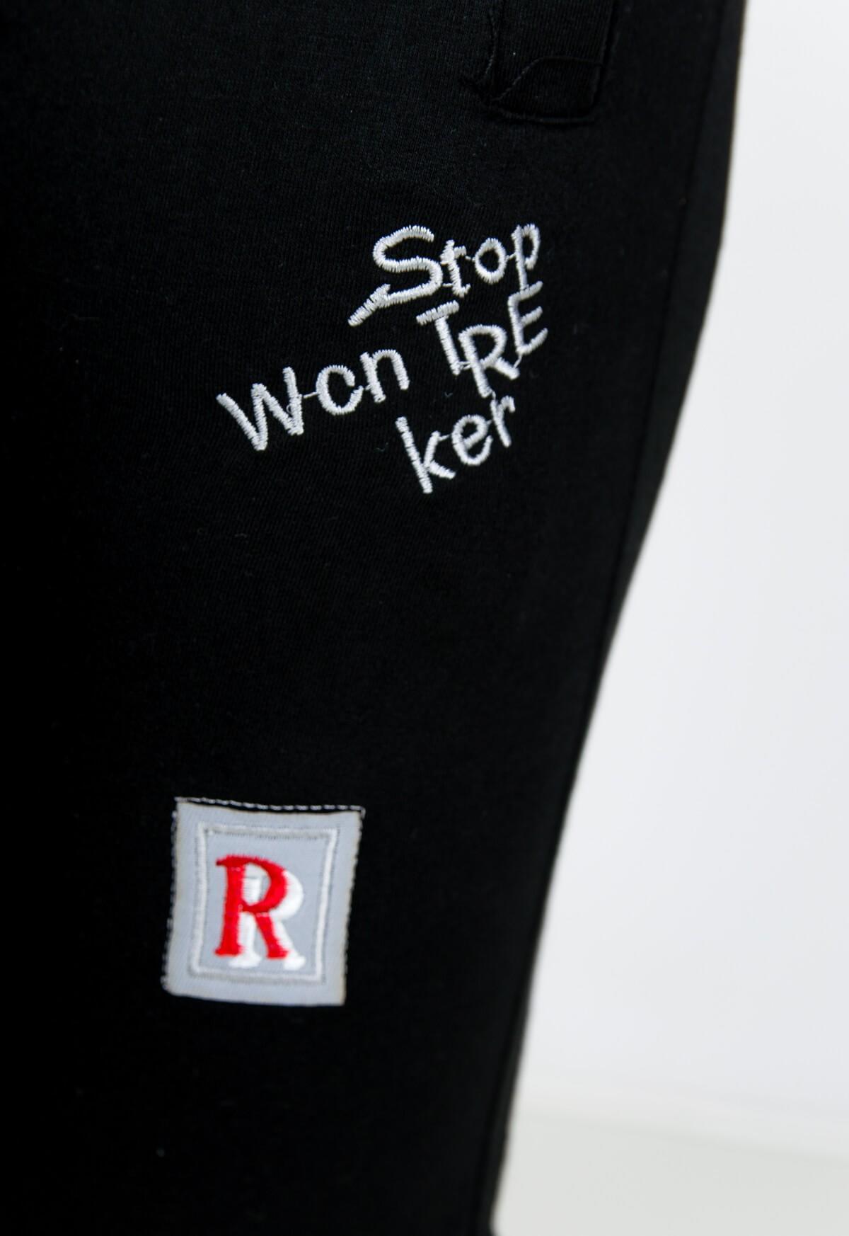 5d1e910e8be3 Čierne dámske tepláky s nášivkami - ROUZIT.SK