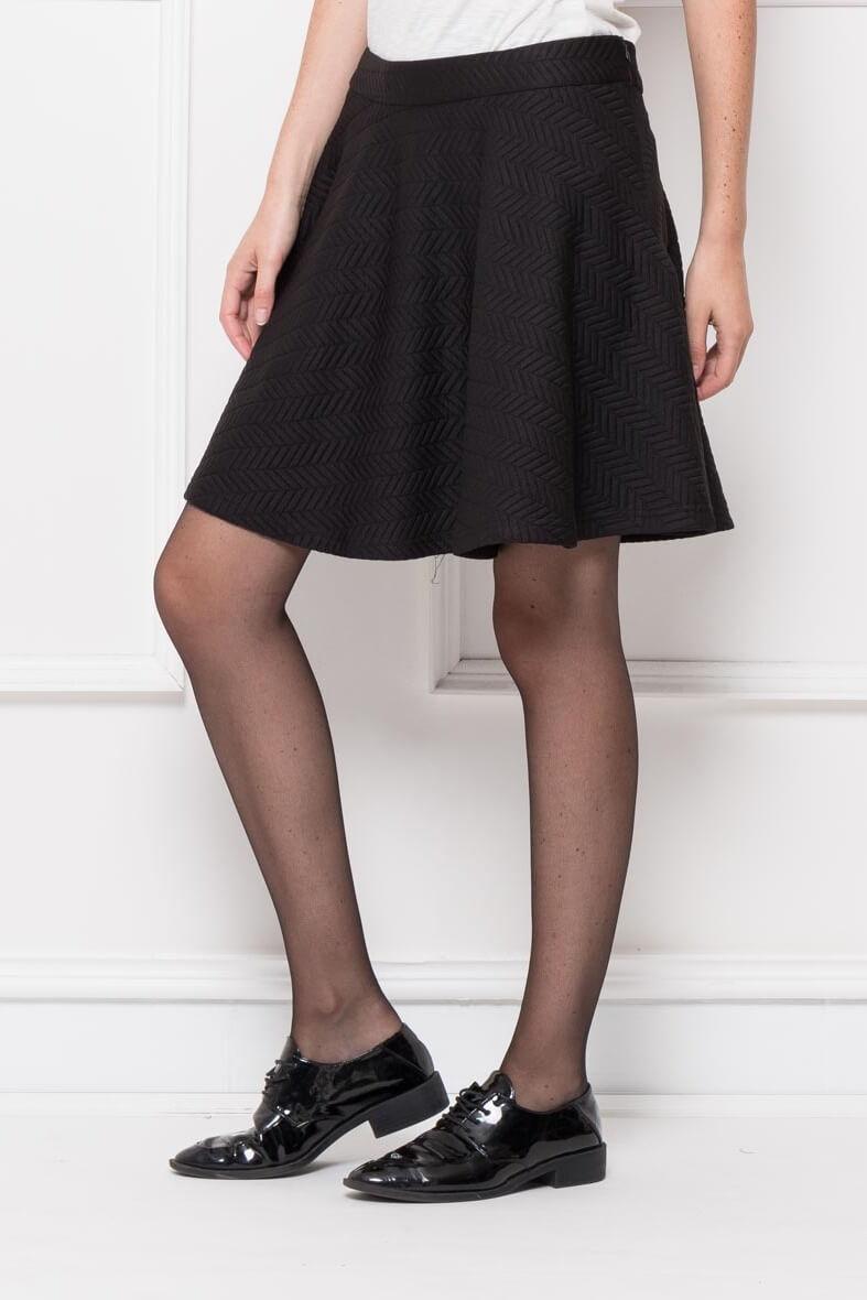 60f8e56ed427 Dámska krátka čierna sukňa - ROUZIT.SK