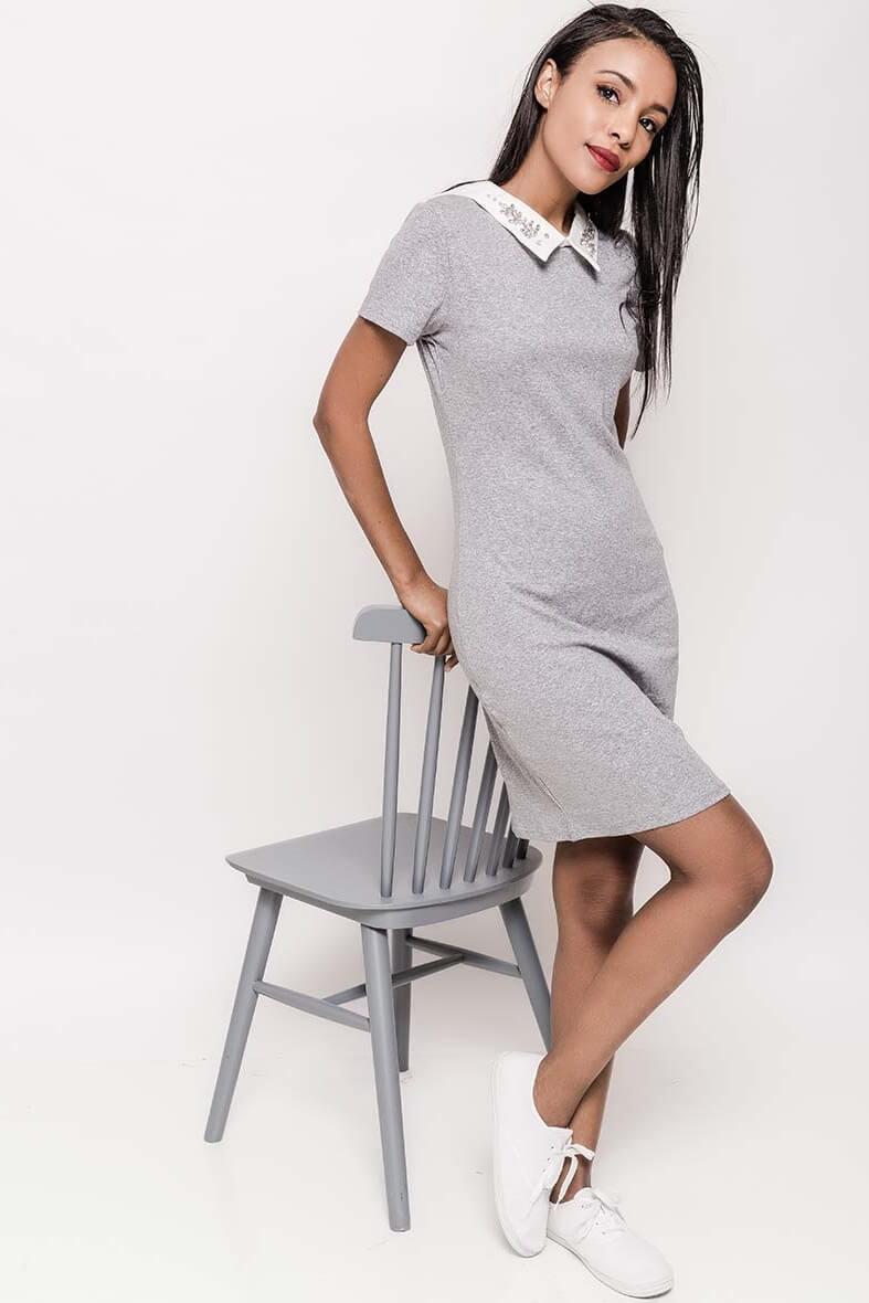 3df92dabfe2d Krátke sivé šaty so zdobeným golierom. Krátke sivé šaty so zdobeným golierom  zväčšiť obrázok