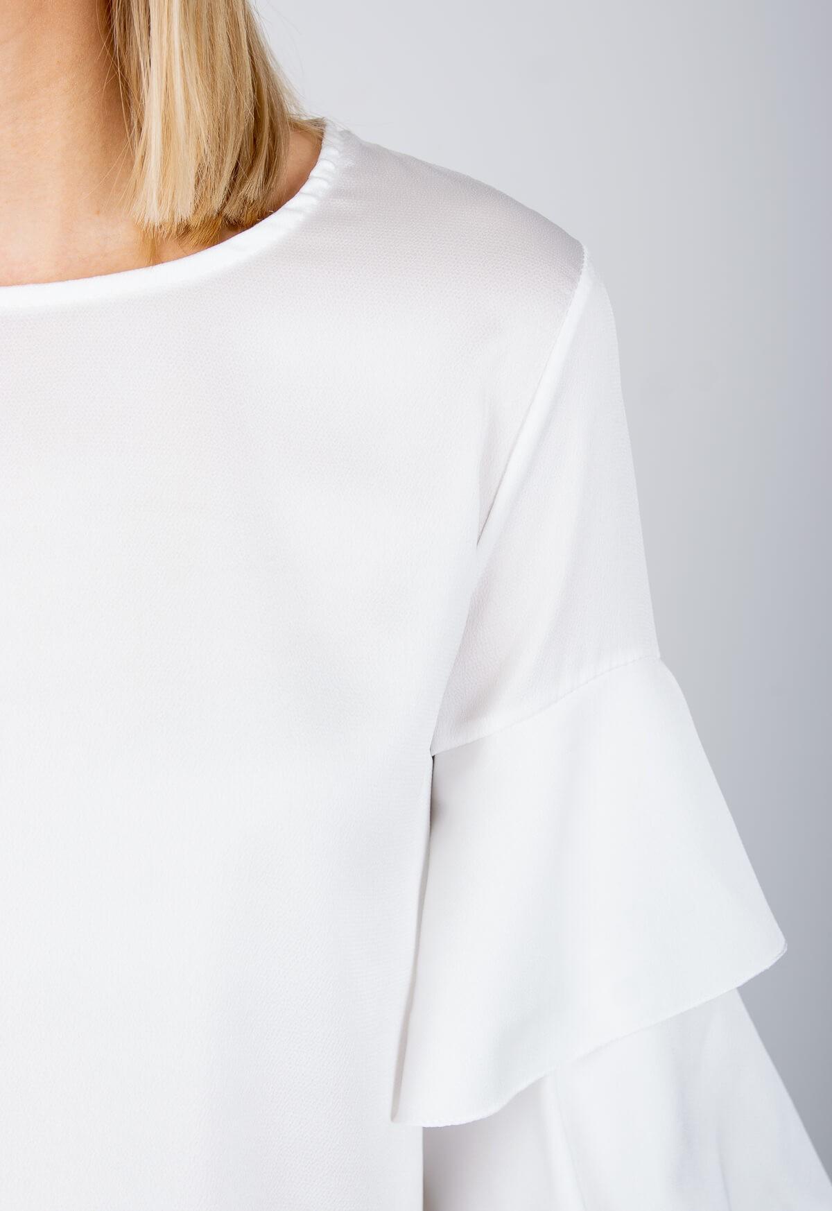 13a7f17754c3 Elegantná biela blúzka s volánovými rukávmi - ROUZIT.SK