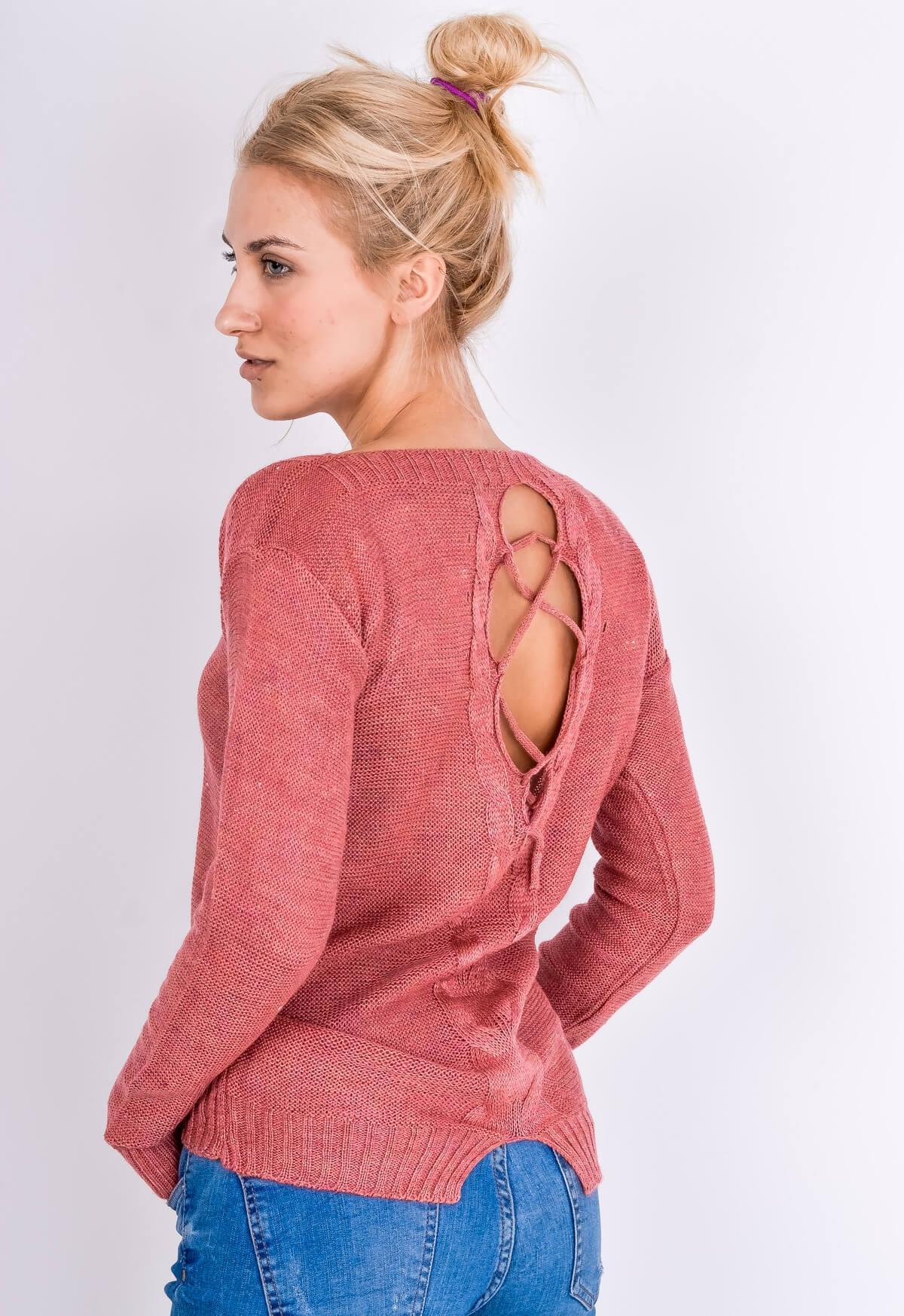 73db57d29a67 Tmavo ružový sveter s viazaním na zadnej strane - ROUZIT.SK
