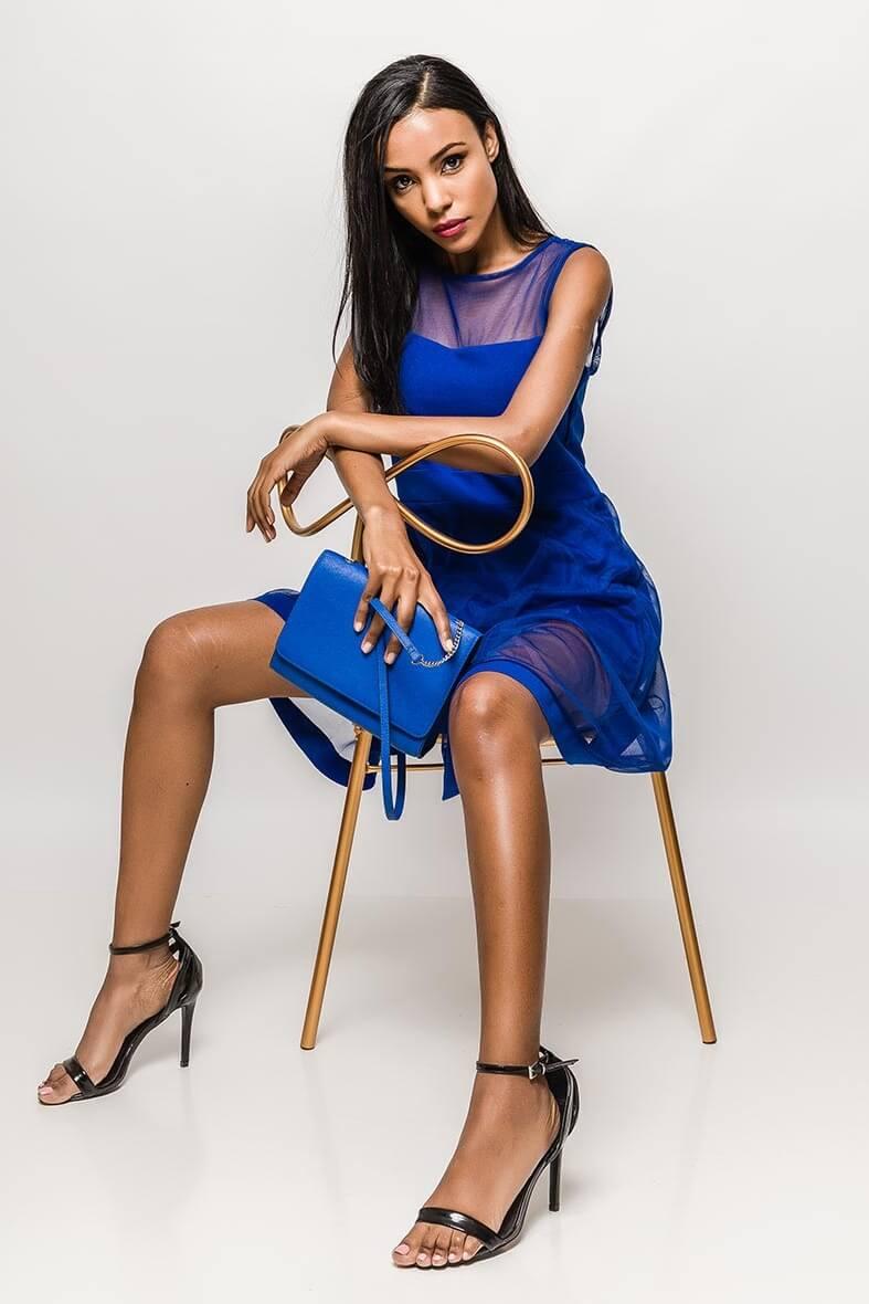 a833b0250 Krátke modré spoločenské šaty bez rukávov - ROUZIT.SK