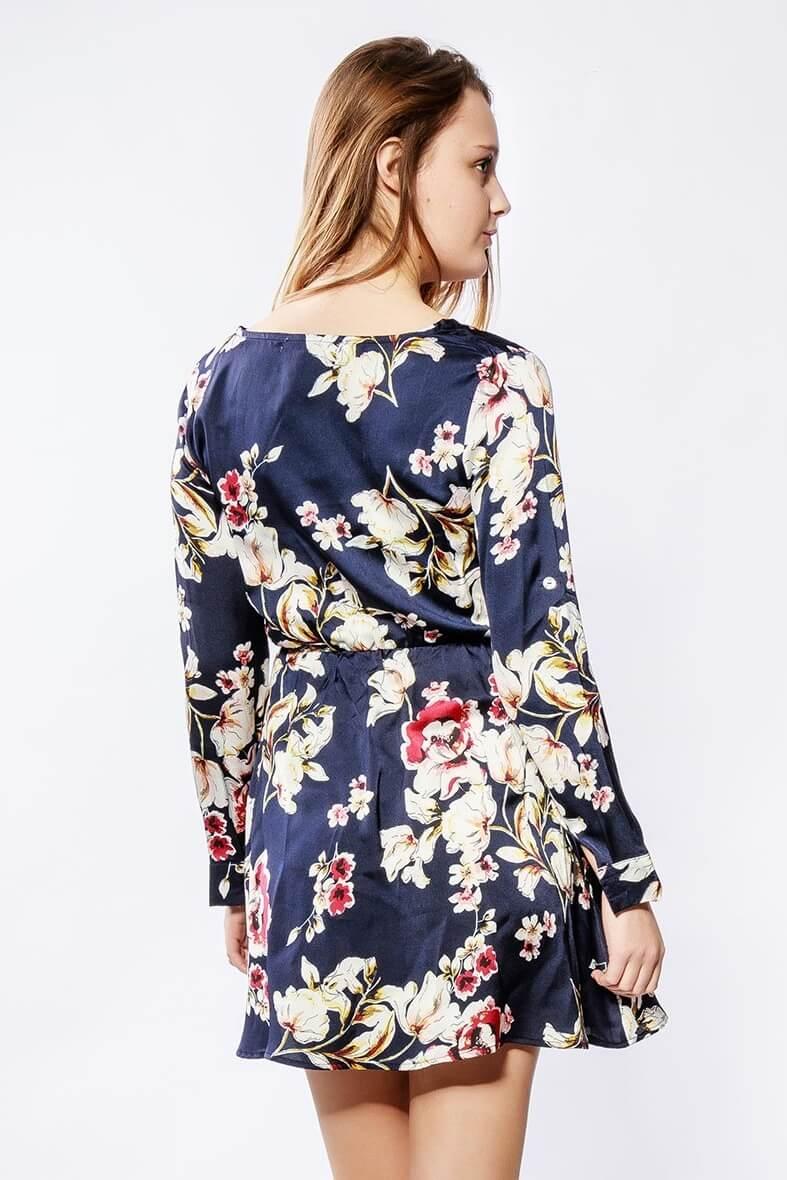 29237e852c Krátke tmavomodré kvetované šaty s dlhým rukávom - ROUZIT.SK
