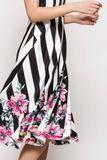 Čierno-biele pruhované letné šaty s kvetinovým vzorom