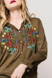 Dámska asymetrická kaki košeľa s kvetinovým vzorom