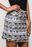 Štýlová vzorovaná mini sukňa s egyptským motívom