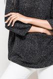 Čierny dámsky sveter s trojštvrťovým rukávom