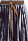 Polodlhá sivá plisovaná sukňa s imitáciou opasku
