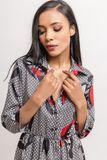 Dámske krátke vzorované šaty s gombíkmi