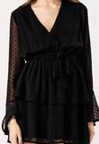 Čierne mini šaty s véčkovým výstrihom