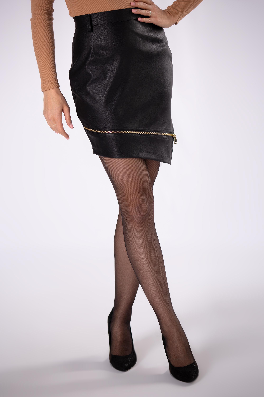 Krátka čierna asymetrická sukňa - 36