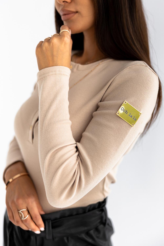 Béžové tričko s dlhým rukávom a nášivkou - S/M