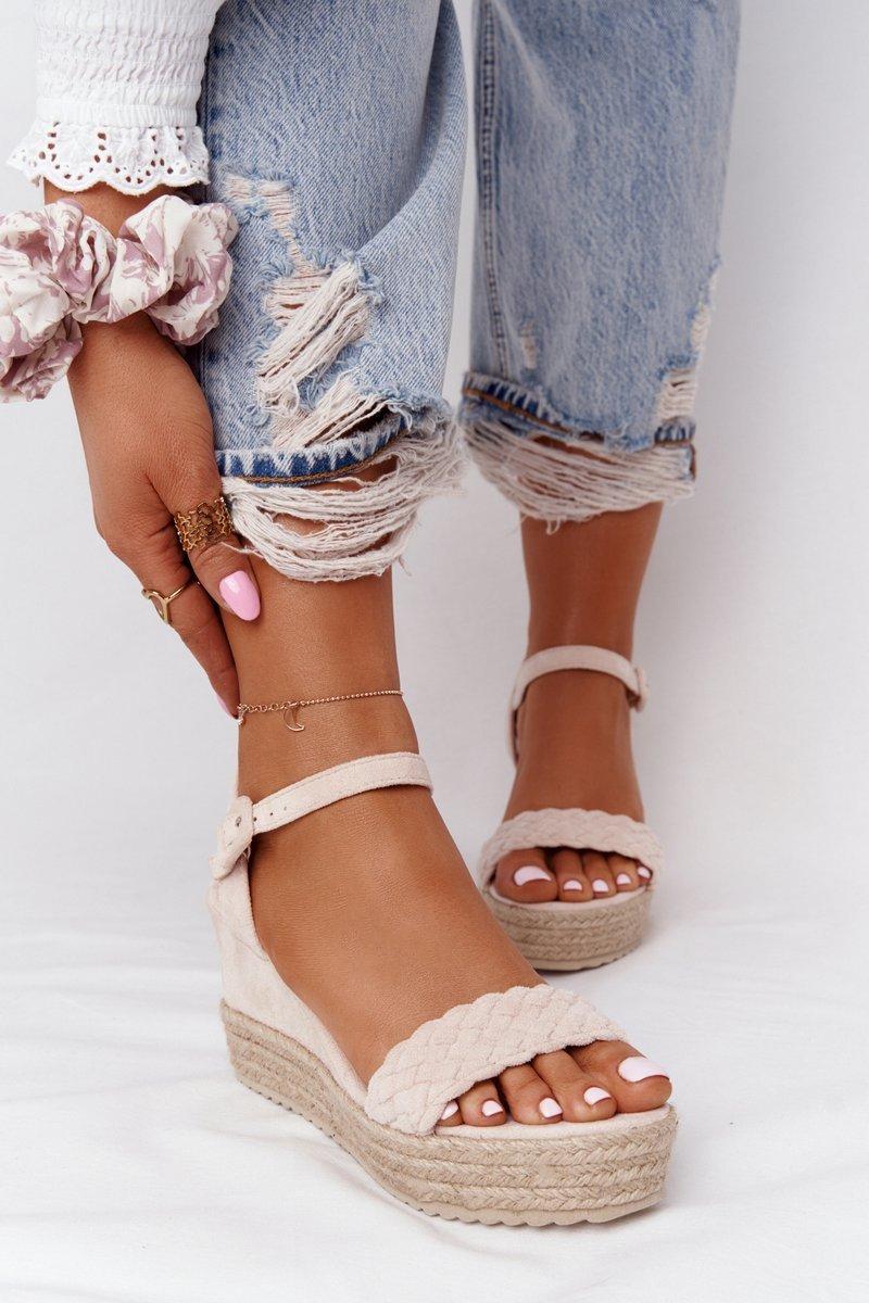 Béžové sandále na klinovom podpätku - 38