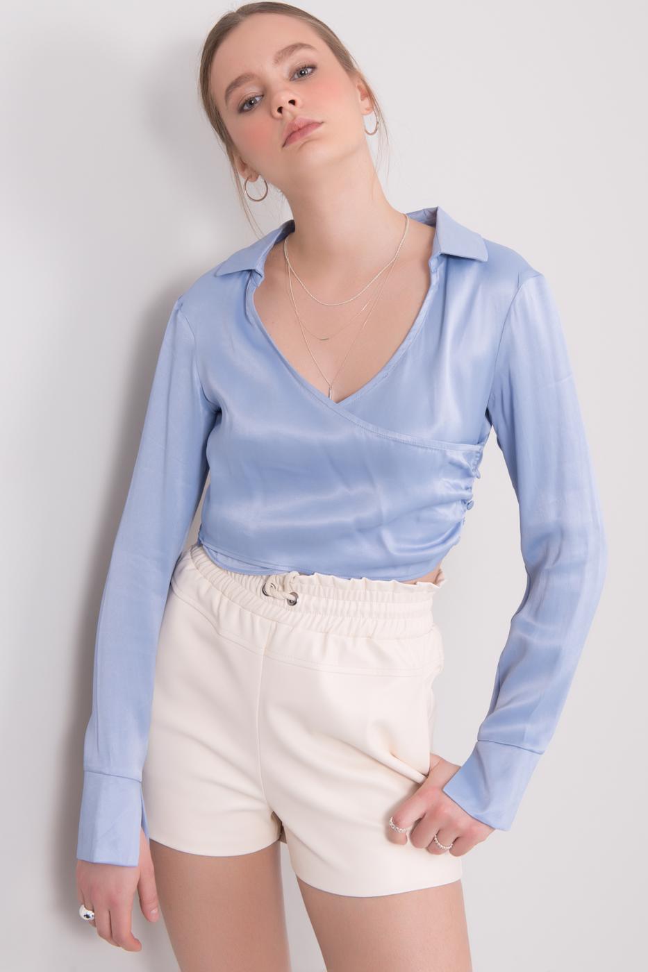 Svetlo modrý elegantný crop top s dlhým rukávom - S