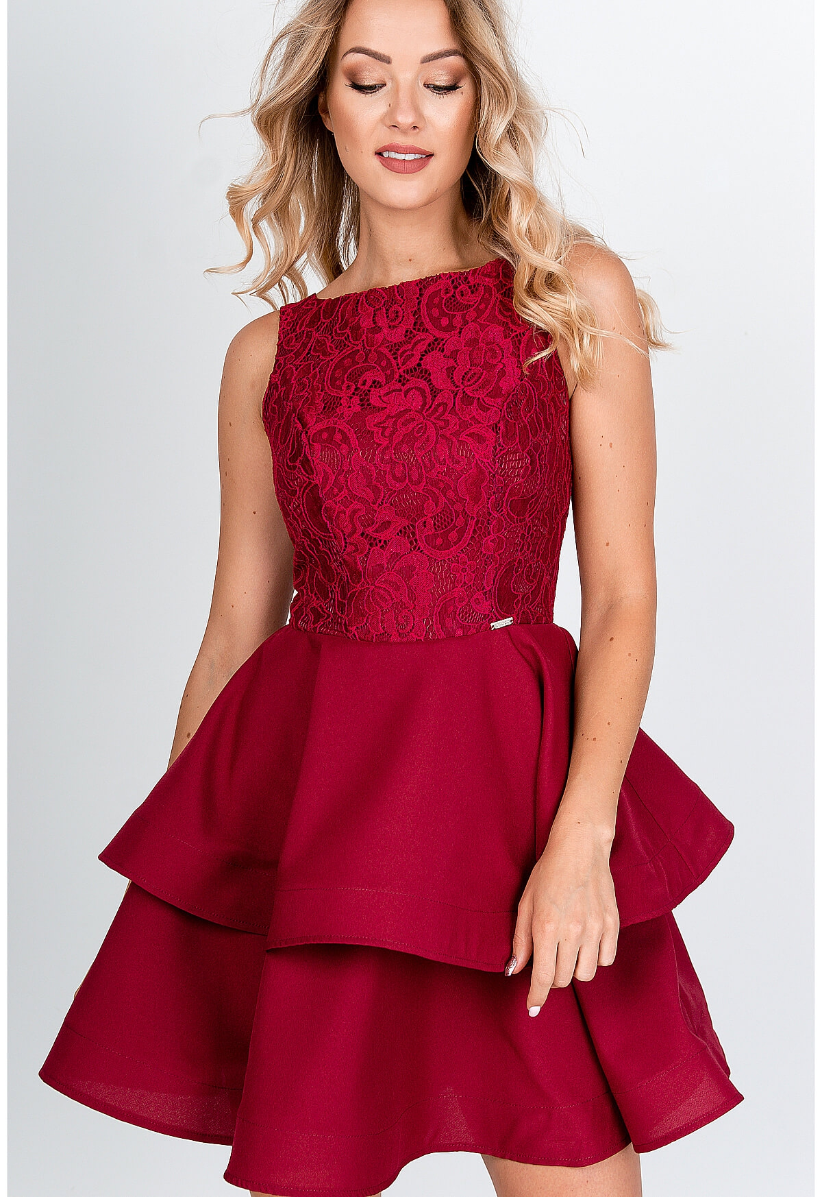 Bordové spoločenské šaty so skladanou sukňou - S