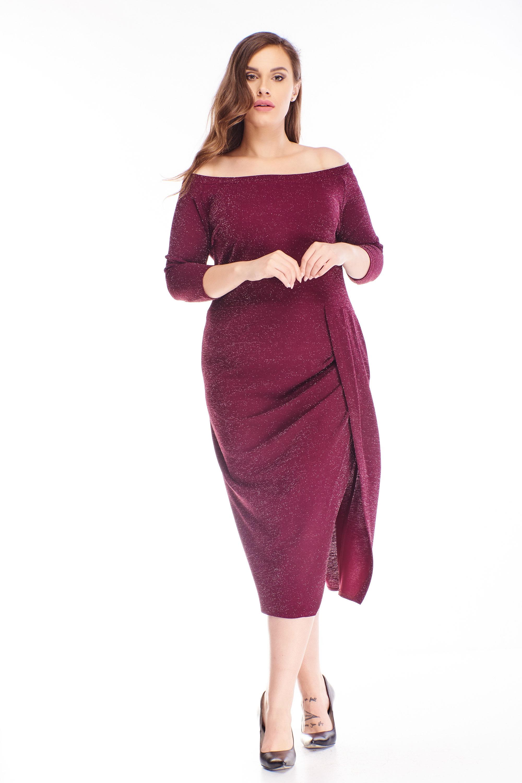 Polodlhé brokátové šaty s lodičkovým výstrihom fialové - 48
