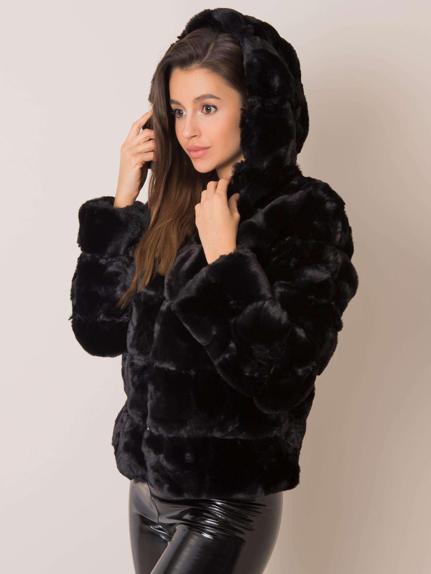 Čierna kožušinová bunda s kapucňou - XXL/3XL
