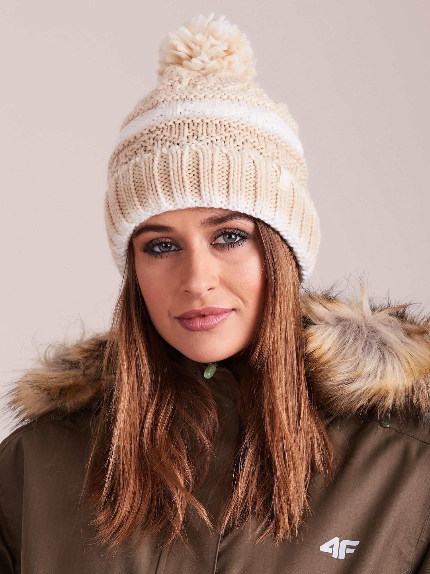 Béžová zimná čiapka s brmbolcom - S/M