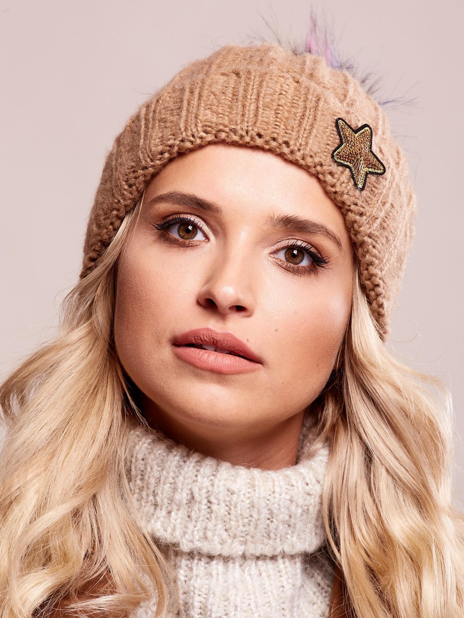 Béžová čiapka s brmbolcom a hviezdou - UNI