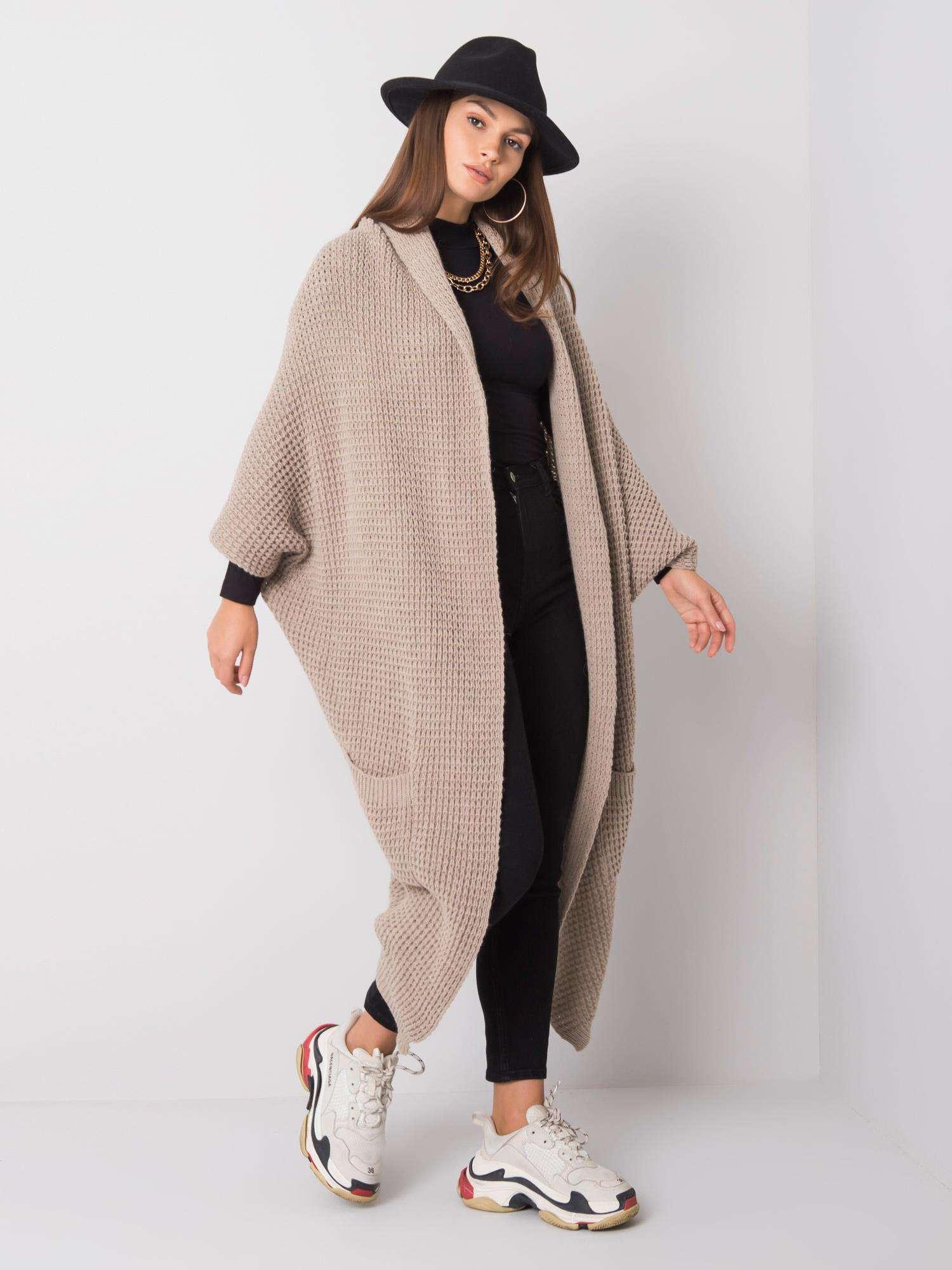 Svetlobéžový dlhý sveter s vreckami - S
