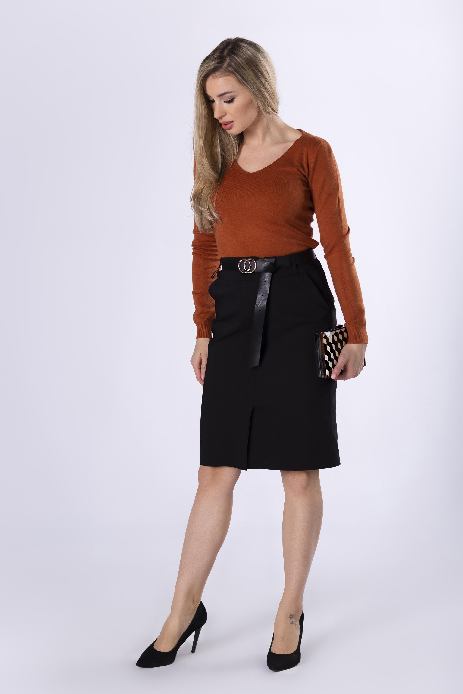 Čierna elegantná sukňa s opaskom - 36