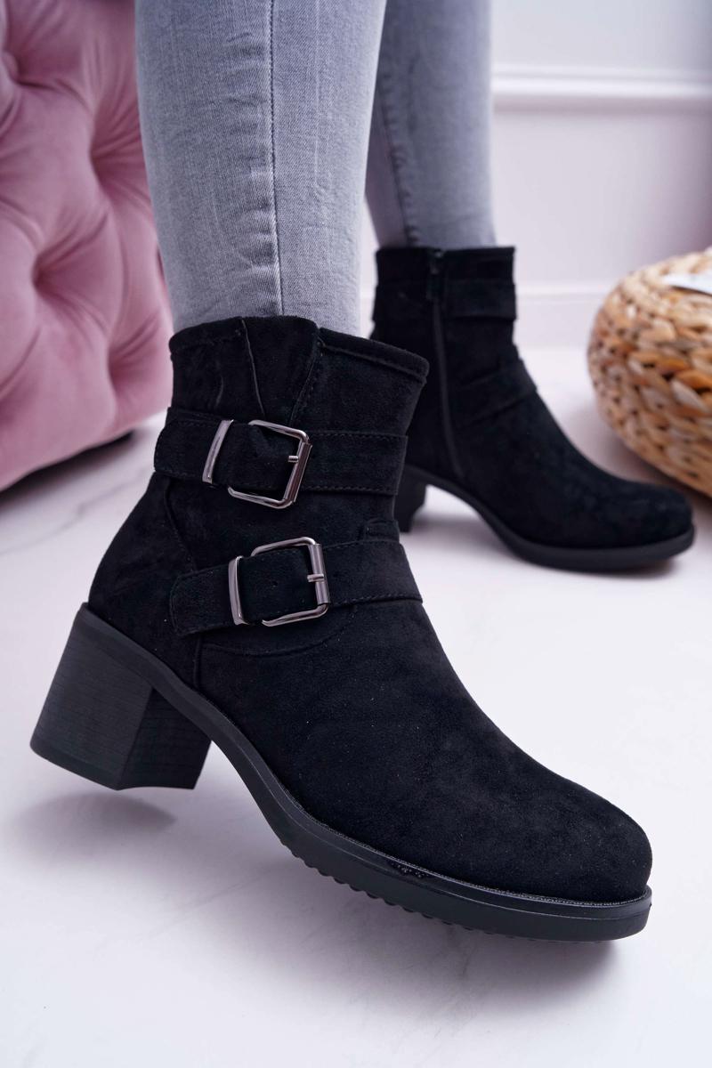 Dámske členkové topánky v čiernej farbe - 40