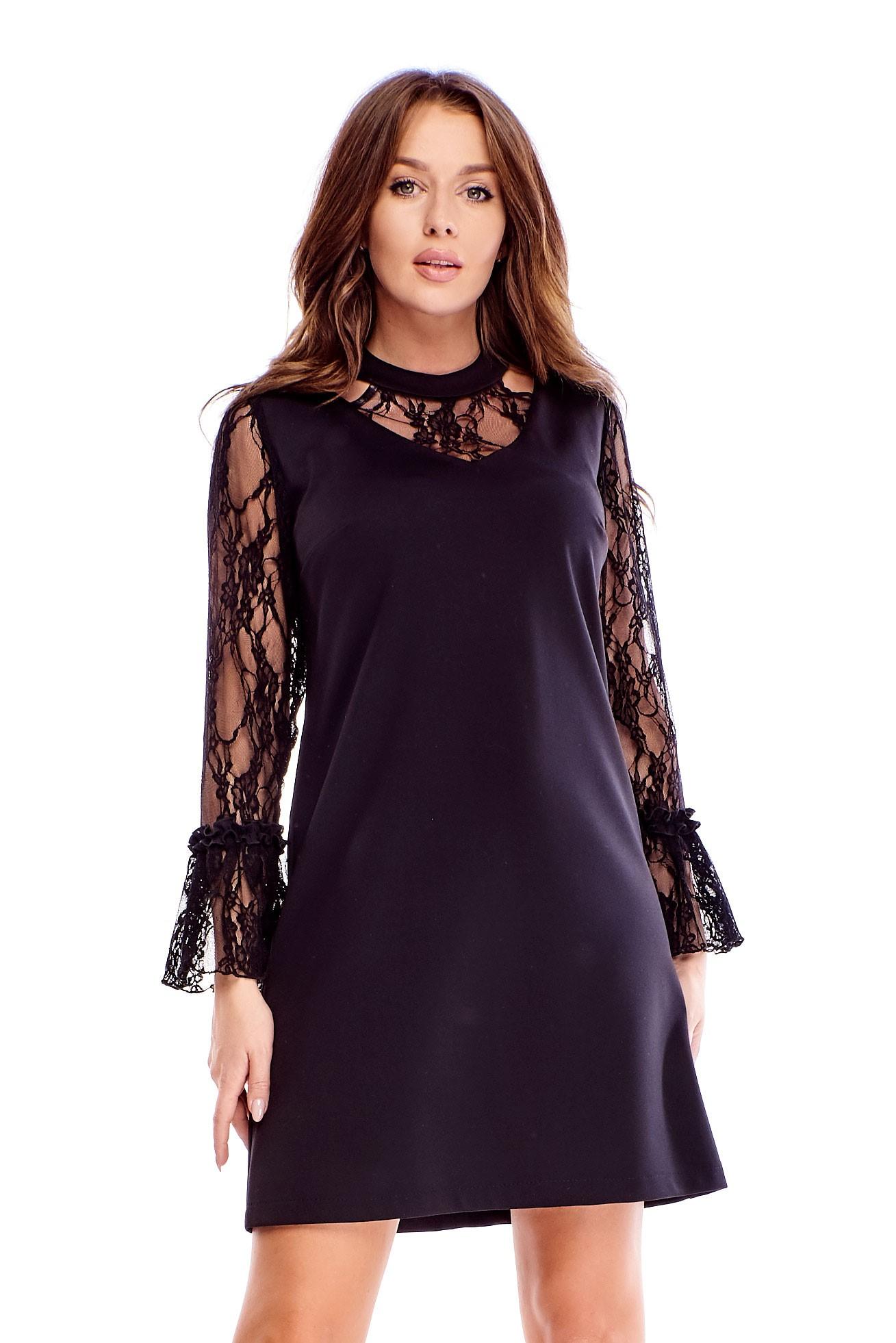Čierne krátke šaty s čipkovanými rukávmi