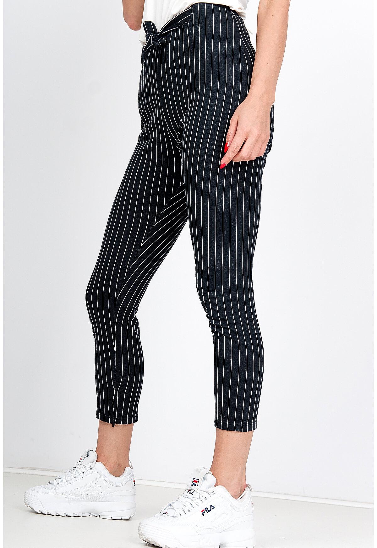 Čierne dámske nohavice s bielymi pásikmi