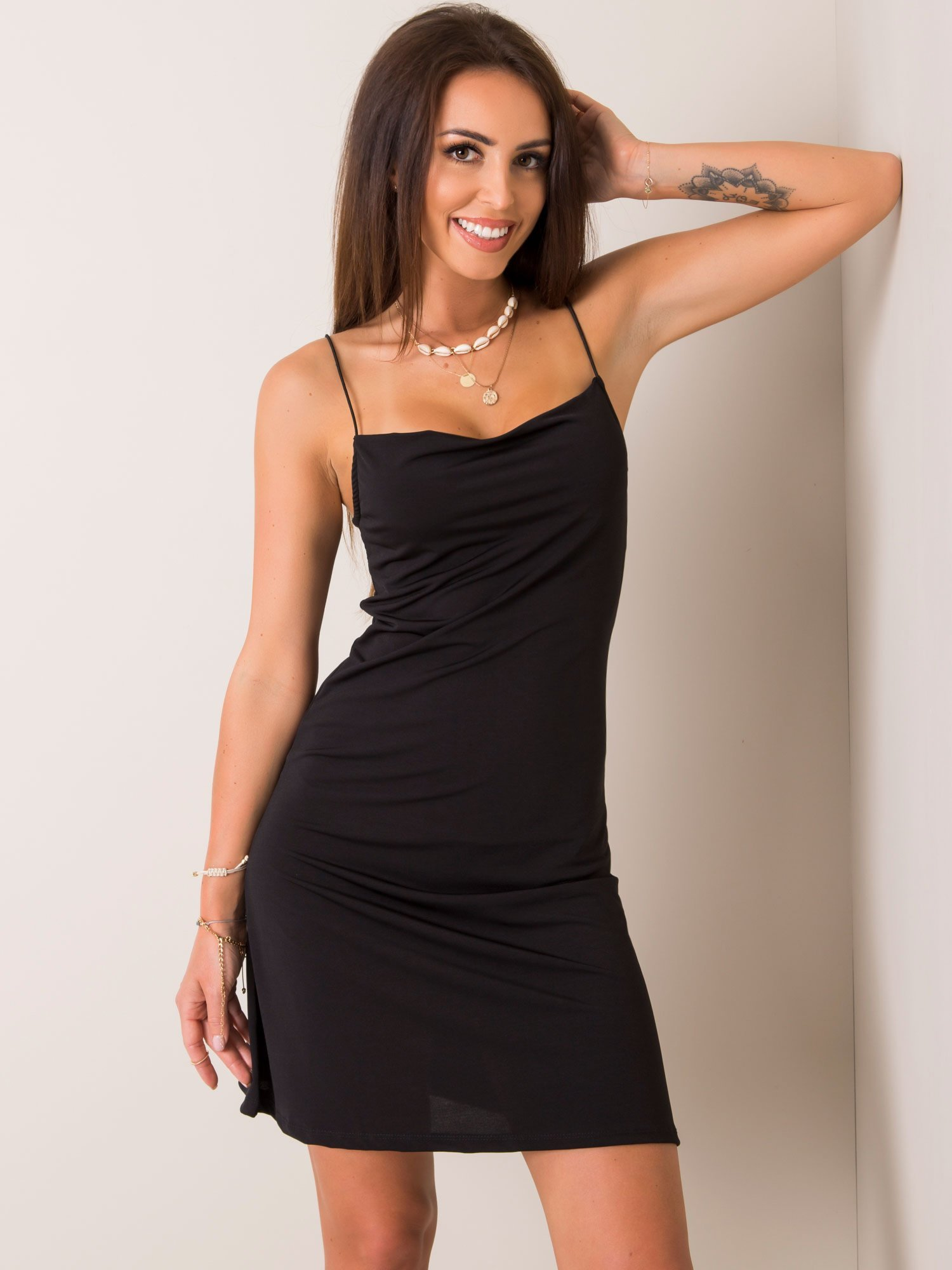 Čierne šaty na ramienka - S
