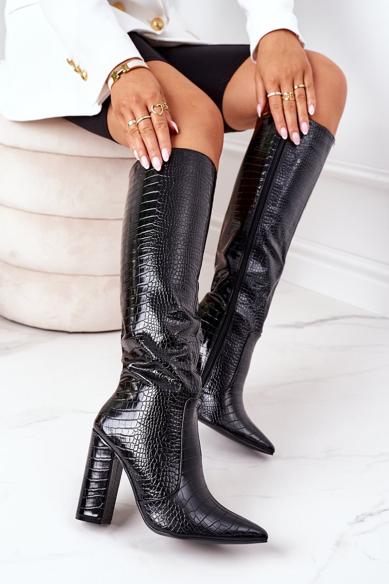 Čierne kožené čižmy so špicatou špičkou - 39