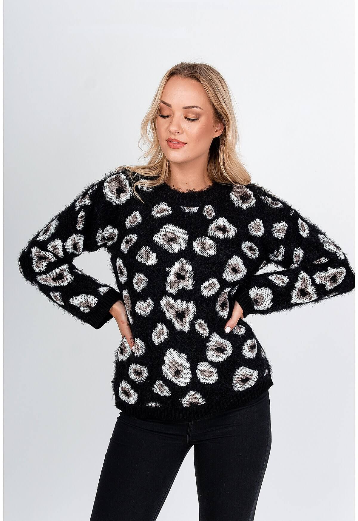 Čierny huňatý sveter