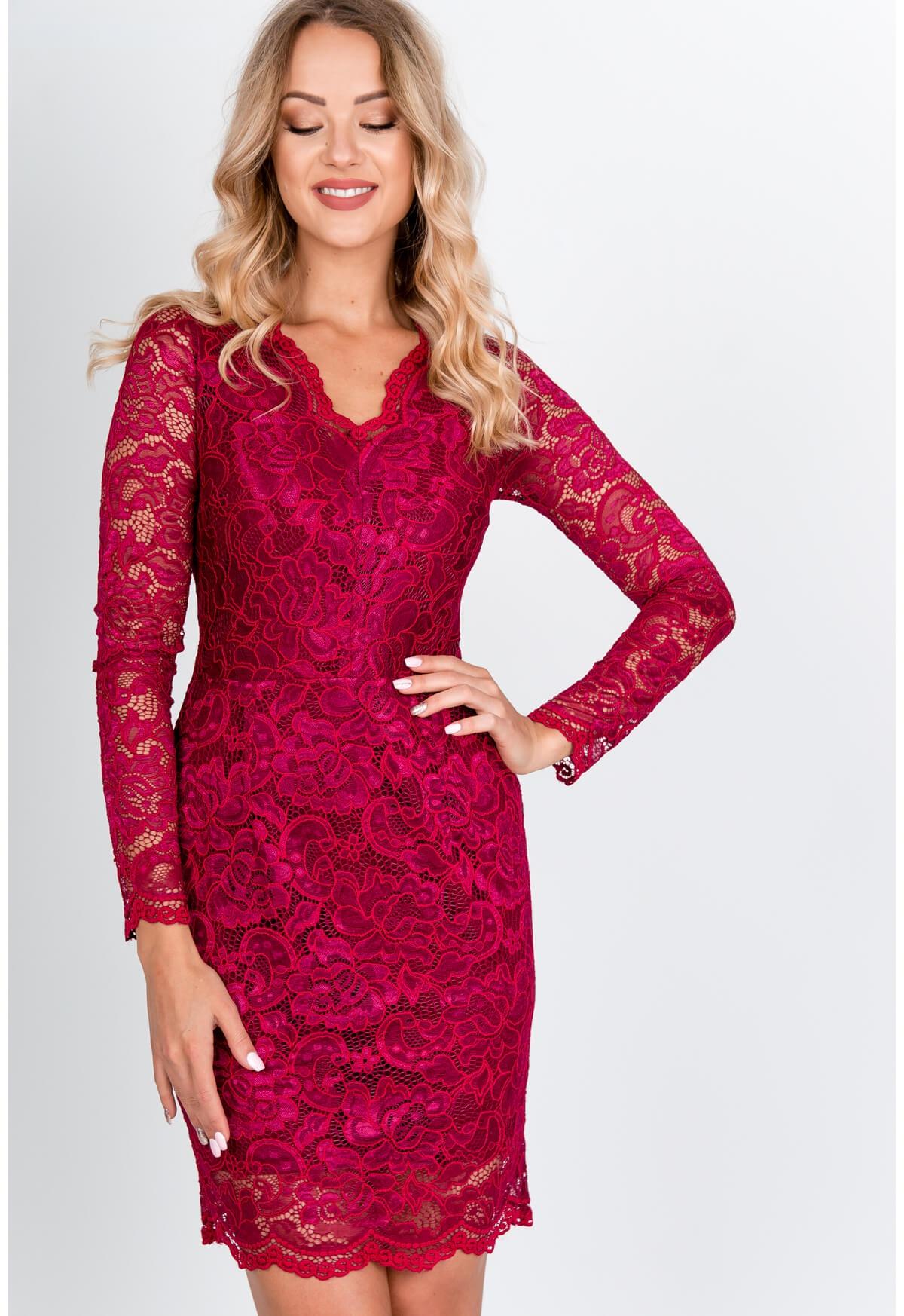Elegantné krátke čipkované šaty bordovej farby - S