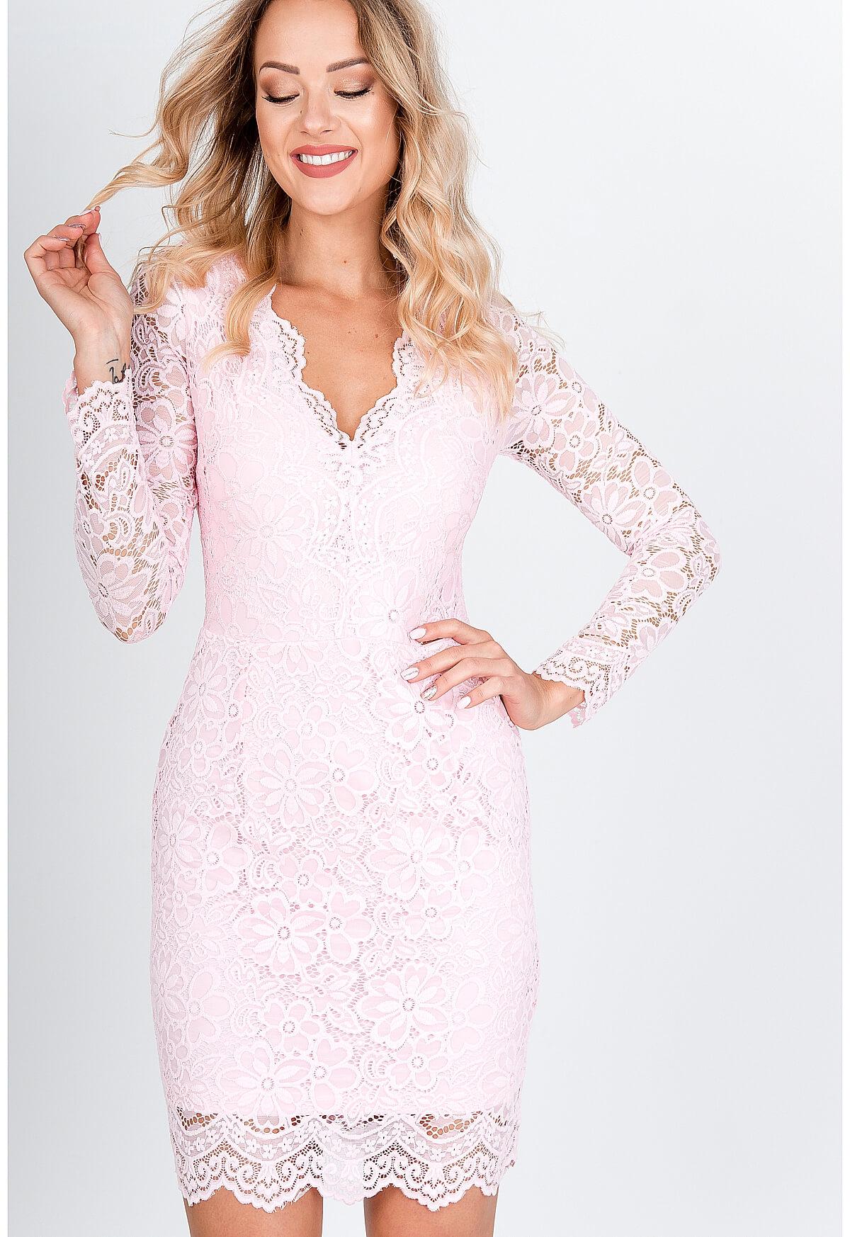Elegantné krátke čipkované šaty ružovej farby