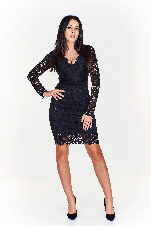 Čierne krátke čipkované šaty s výstrihom - M