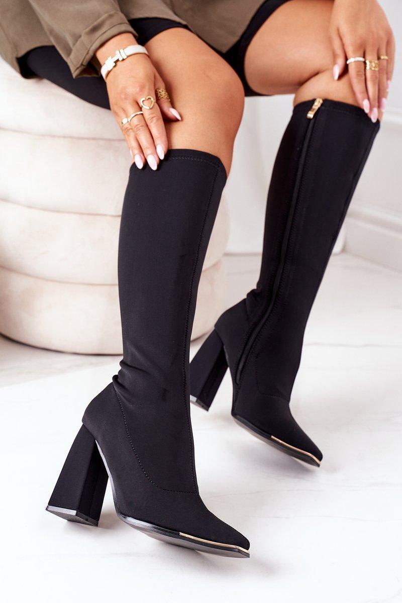 Elegantné vysoké čierne čižmy - 39