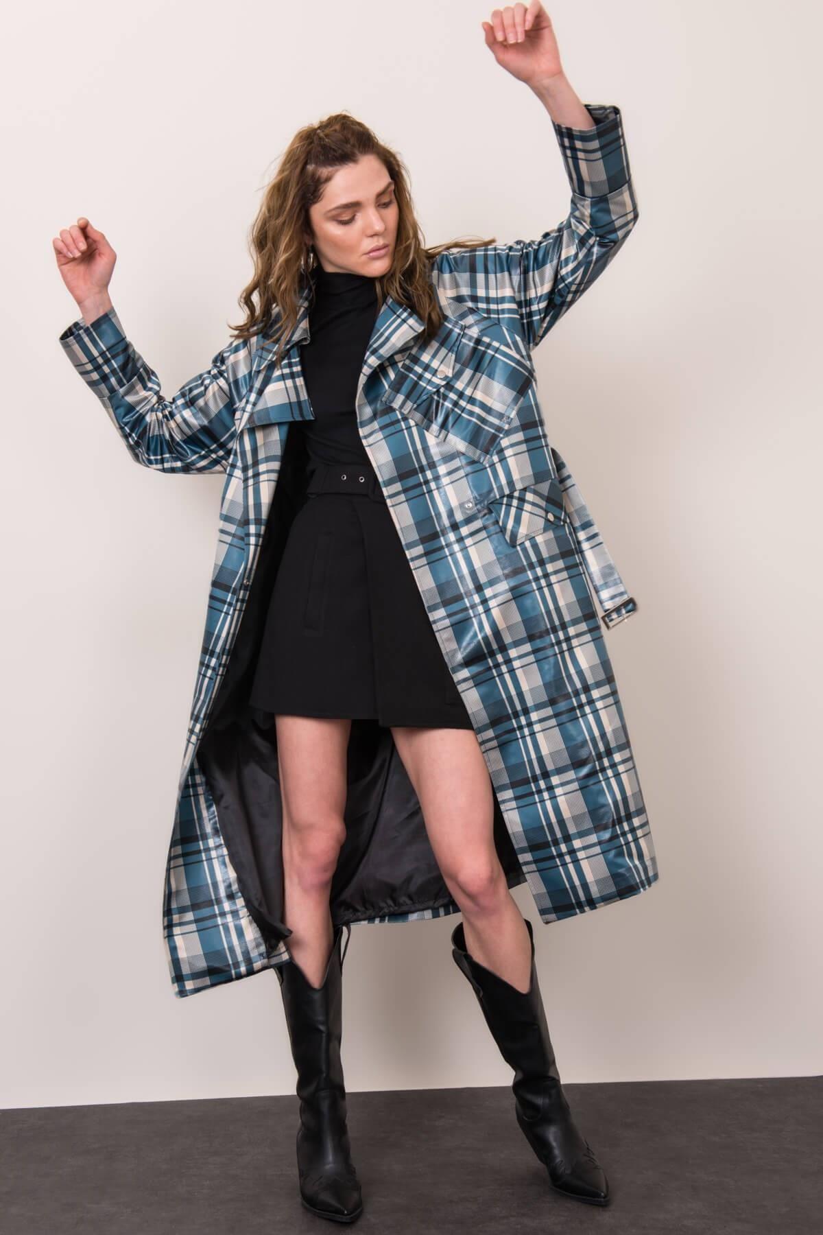 Dámsky dlhý kockovaný kabát - M