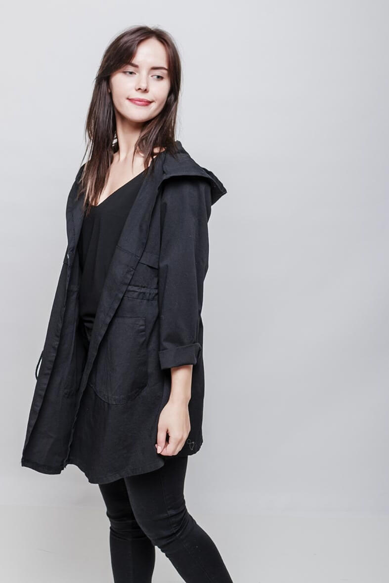 Dámska prechodná čierna parka bunda s kapucňou