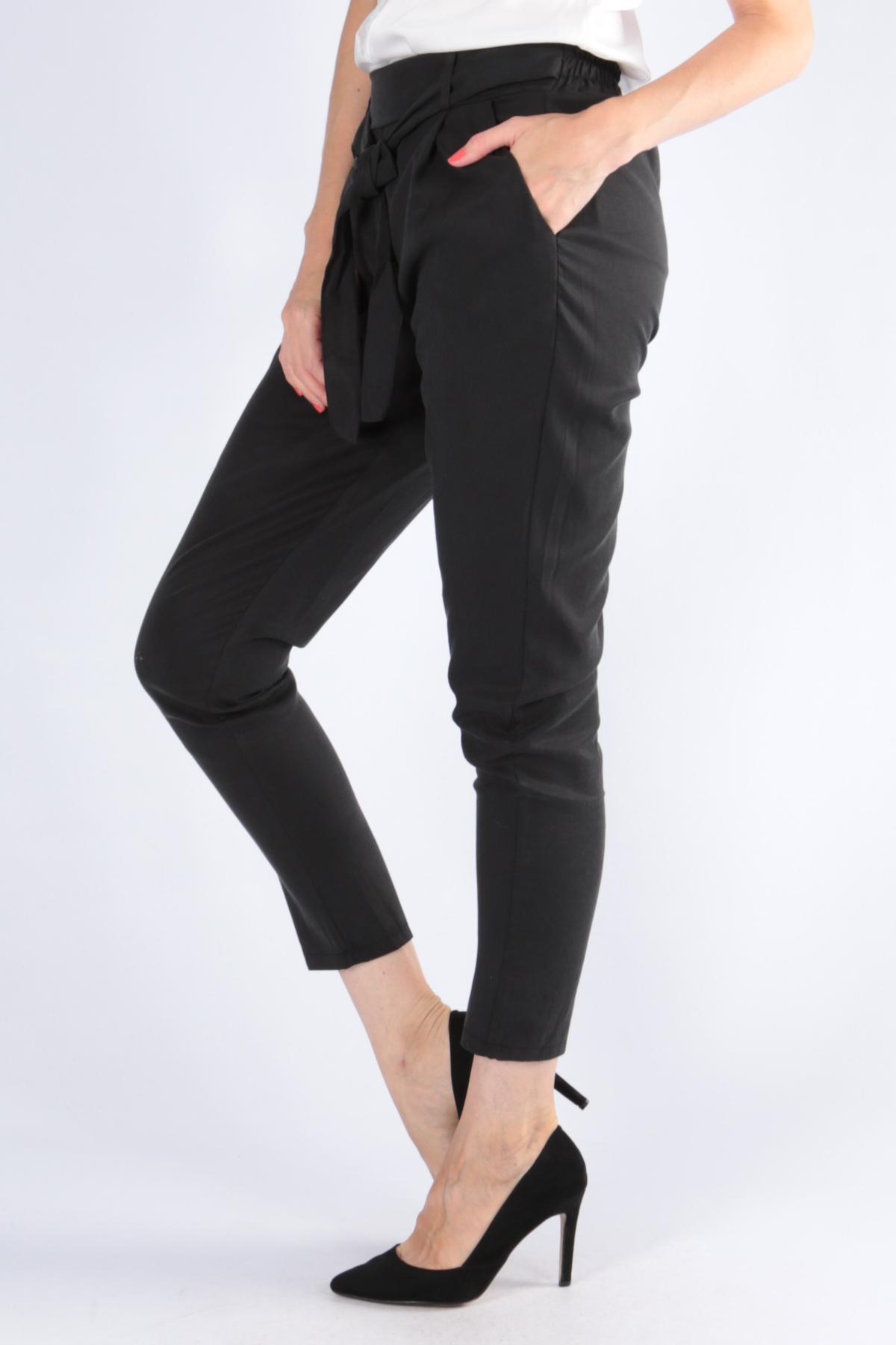 Dámske čierne nohavice s opaskom - M