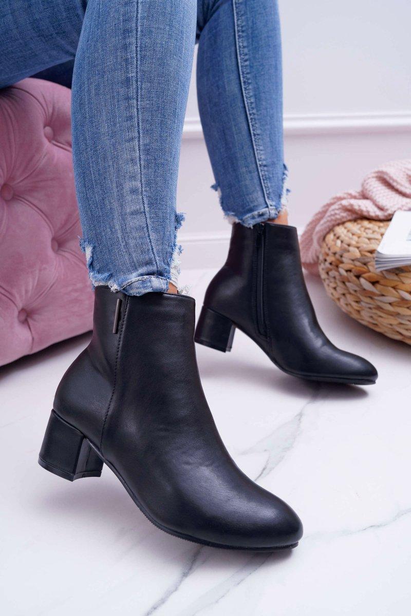 Dámske kožené členkové topánky v čiernej farbe - 40