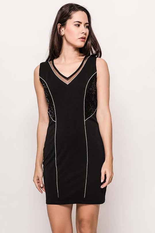 Dámske čierne úzke šaty s flirtami - L