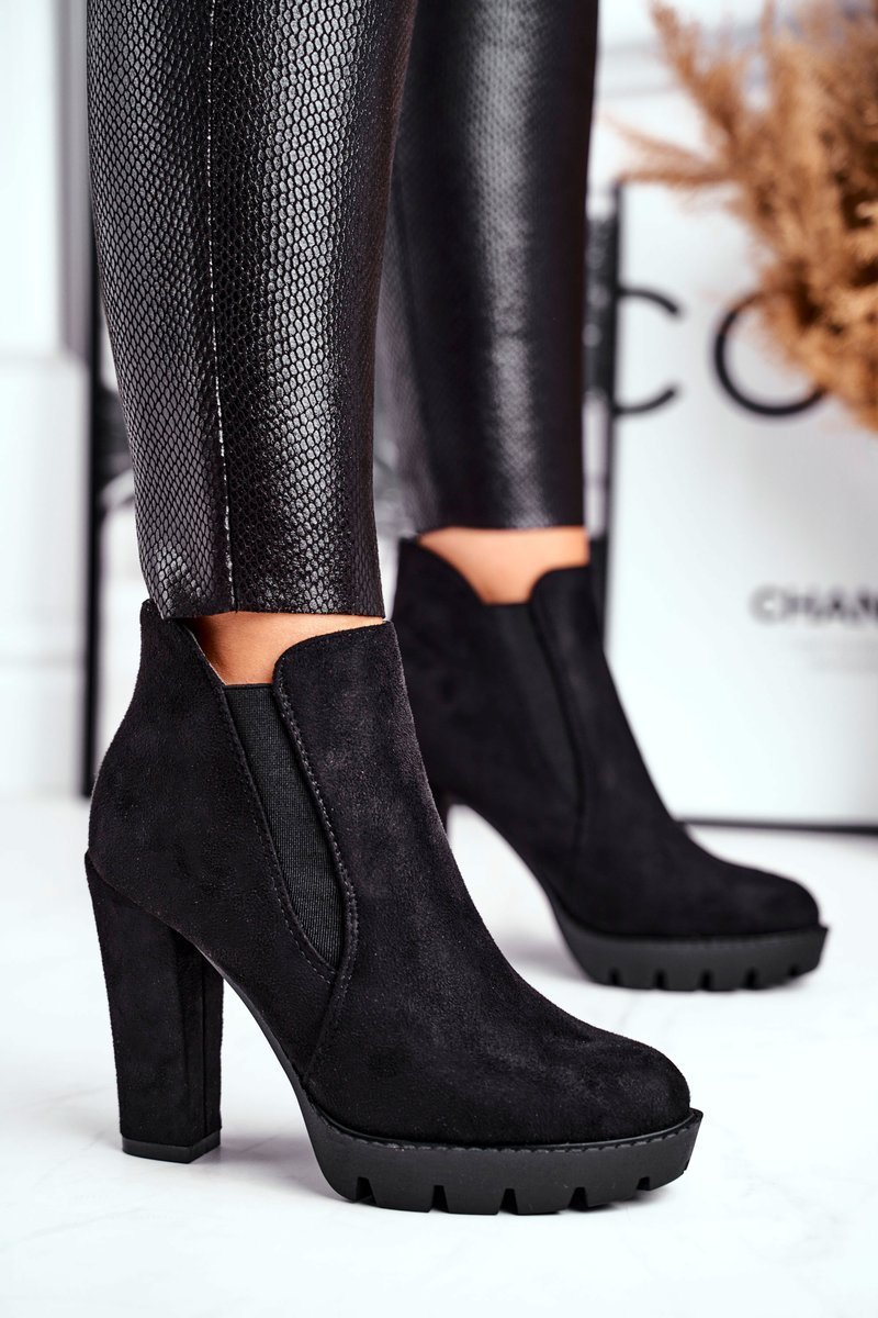 Dámske čierne semišové topánky - 38