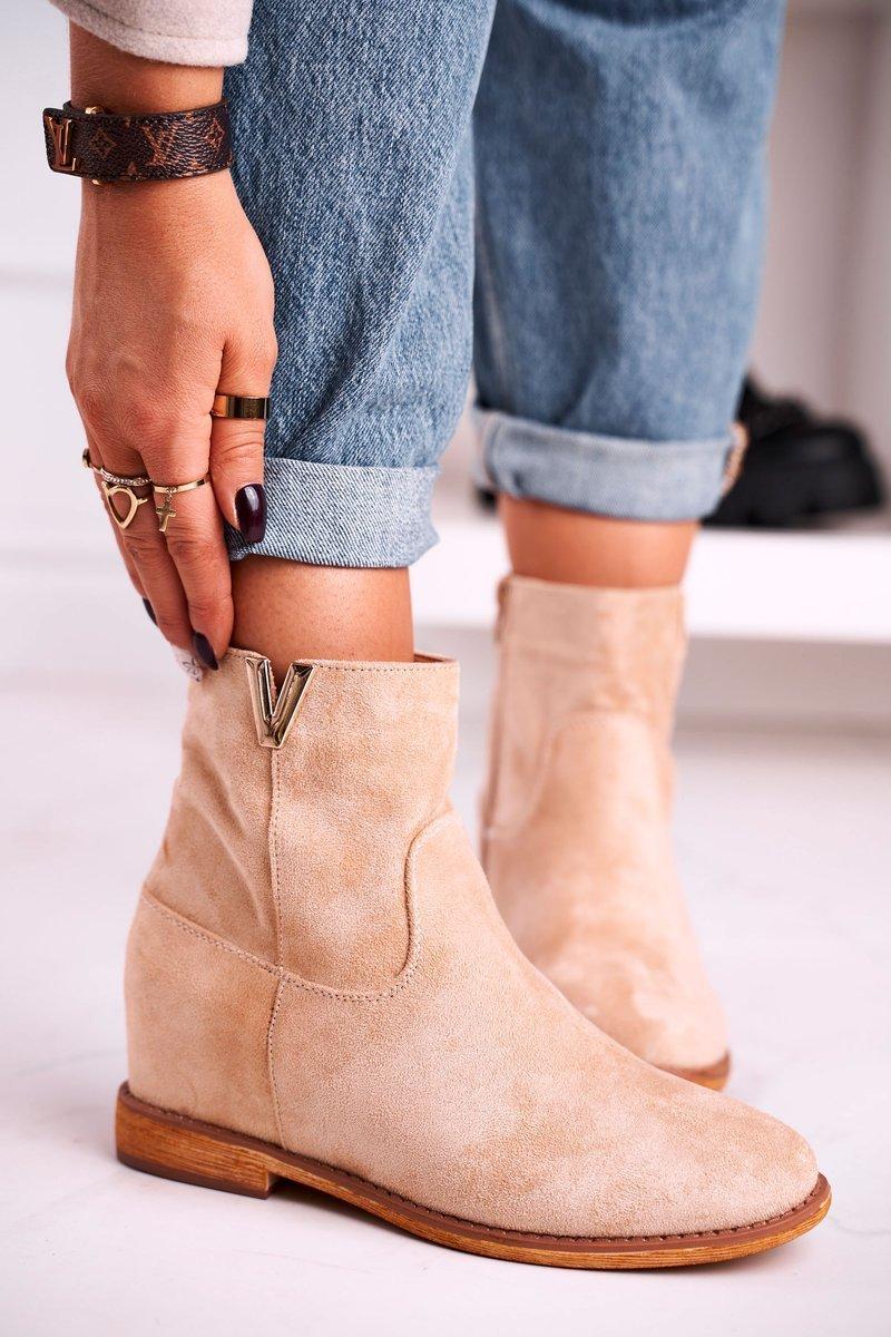 Béžové členkové topánky na klinovom podpätku - 41