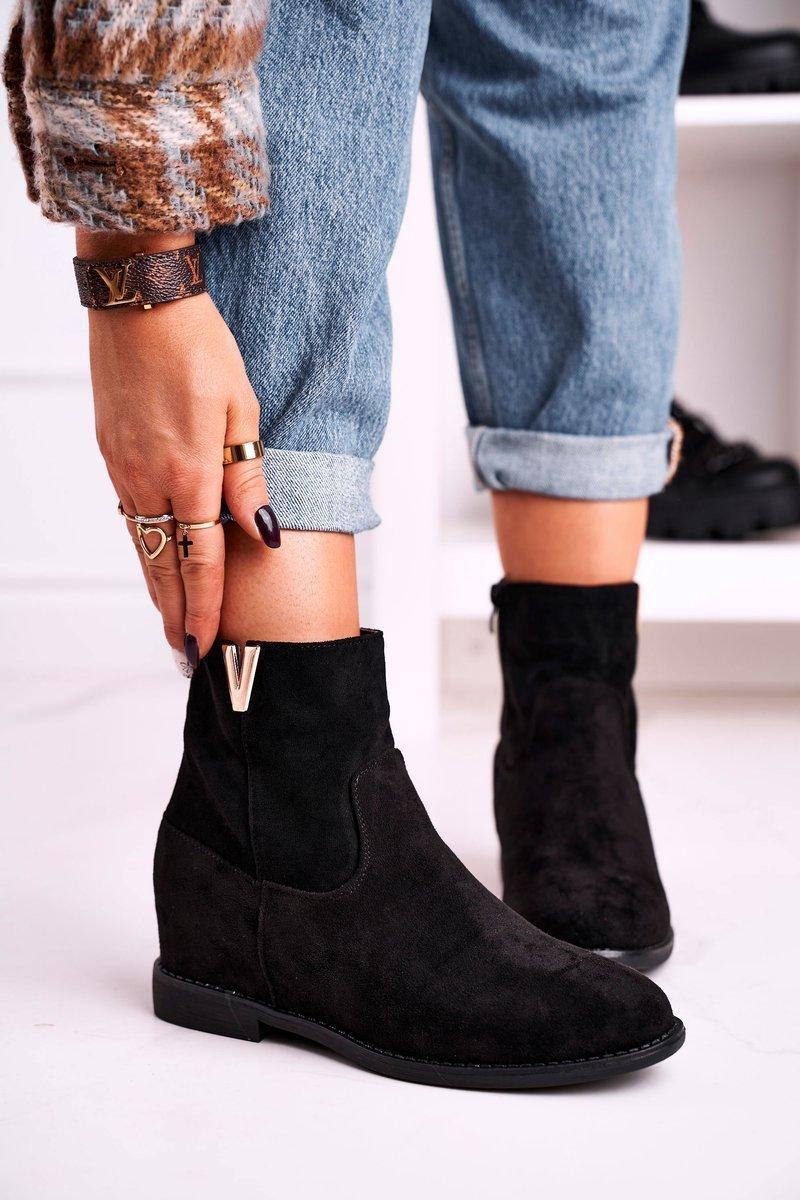 Dámske čierne členkové topánky na klinovom podpätku - 38