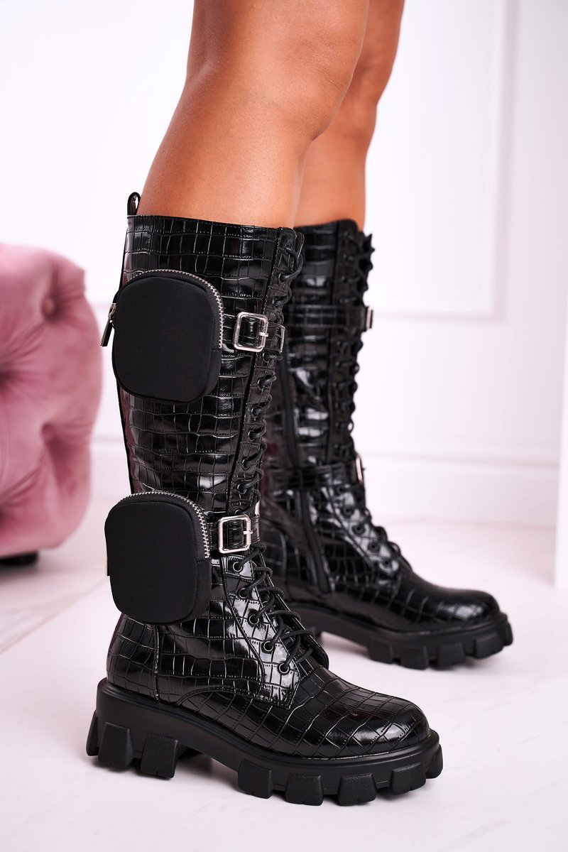 Čierne zateplené čižmy s módnymi prvkami - 39
