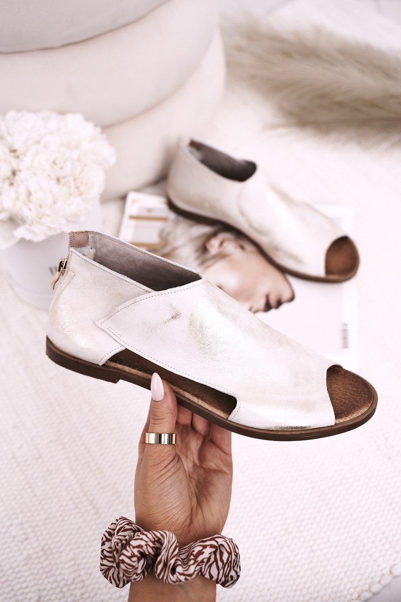 Dámske biele sandále na plochom podpätku - 38